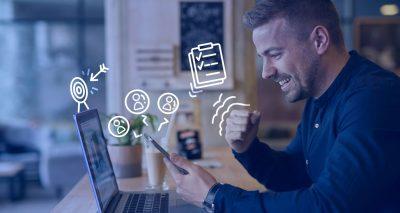 Pessoa pesquisando como montar uma agência de marketing digital